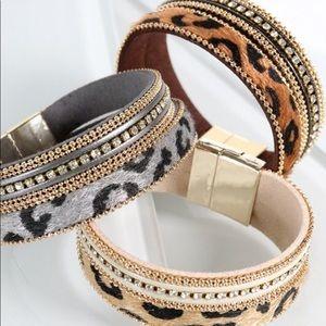 Jewelry - 🆕 Leopard Rhinestone Bracelet